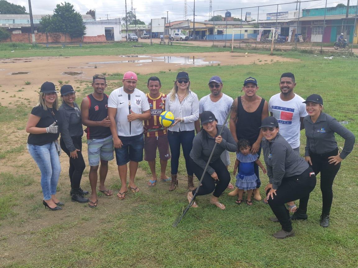 Bairro Socialista –  Vereadora Ada Dantas Boabaid e equipe faz mutirão voluntário de limpeza no campo do Princesão