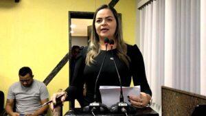 RUA PETROLINA :Vereadora Ada Dantas cobra término de obras em frente à escola Marcelo Cândia