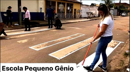 EXEMPLO: Iniciativa de Ada Dantas faz com que prefeitura pinte faixas de pedestres