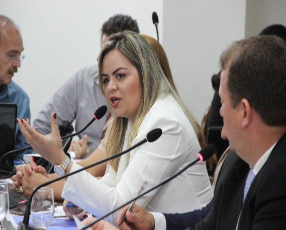 ÁGUA E LUZ: Câmara promulga lei de Ada Dantas que proíbe cobrança de tarifa mínima