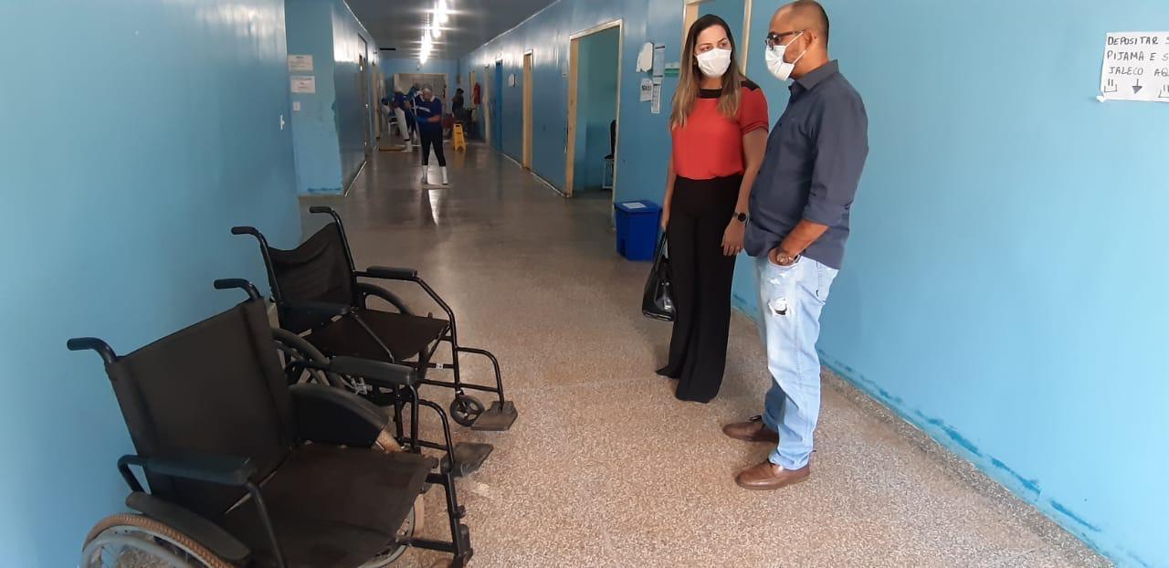Vereadora Ada Dantas solicita à Sesau doação de cadeiras de rodas para unidades de saúde do município